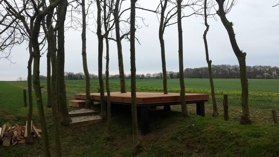 Désireux de tirer parti des contraintes du terrain pour proposer une réalisation atypique, nous avons imaginé et conçu ces terrasses bois de manière fonctionnelle et singulière.